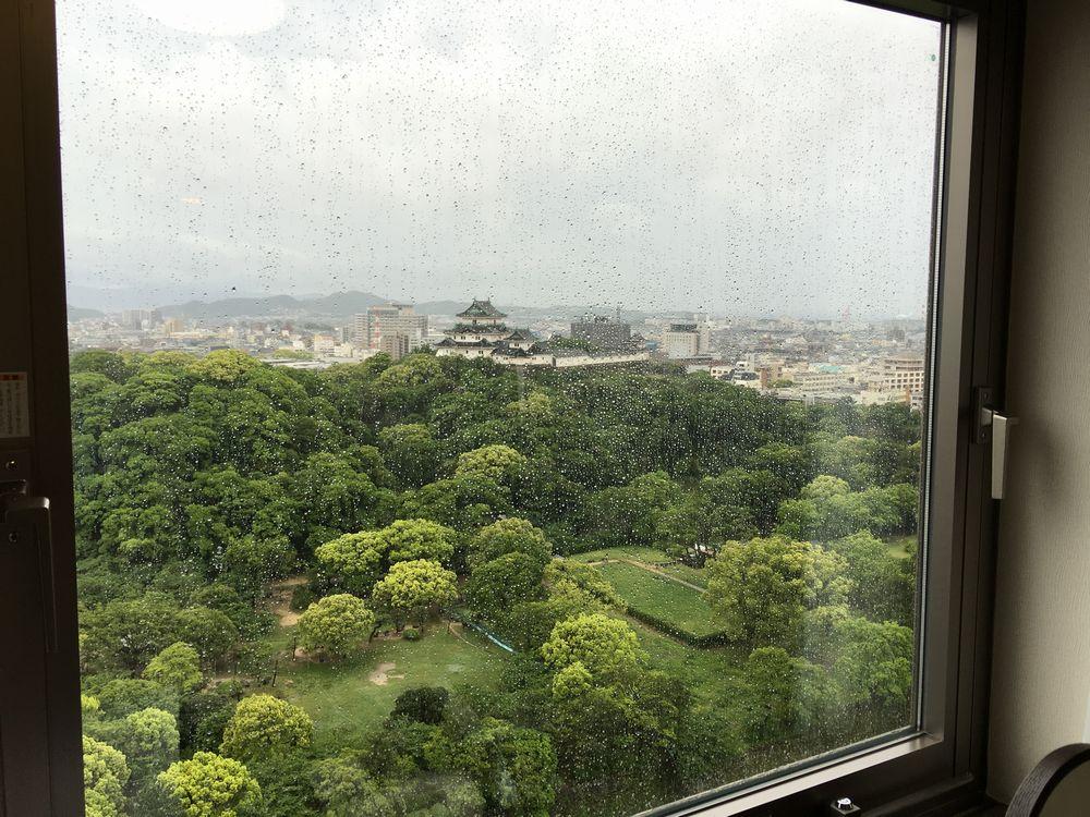 ダイワロイネットホテル和歌山から和歌山城(雨)
