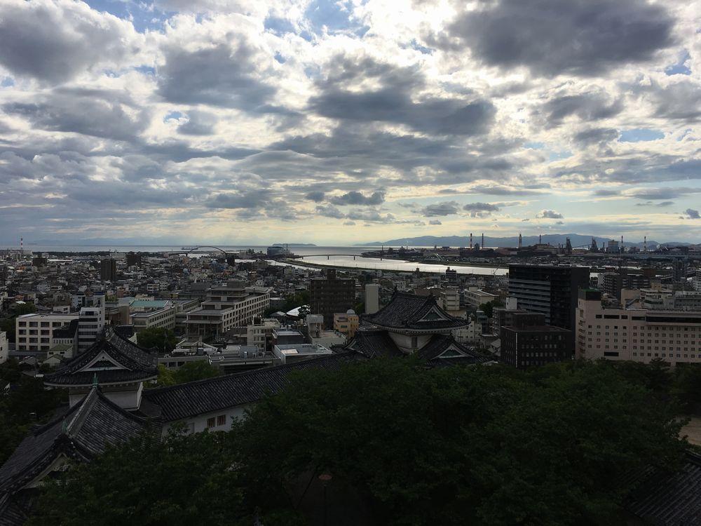 和歌山城の天守閣から紀の川と淡路島