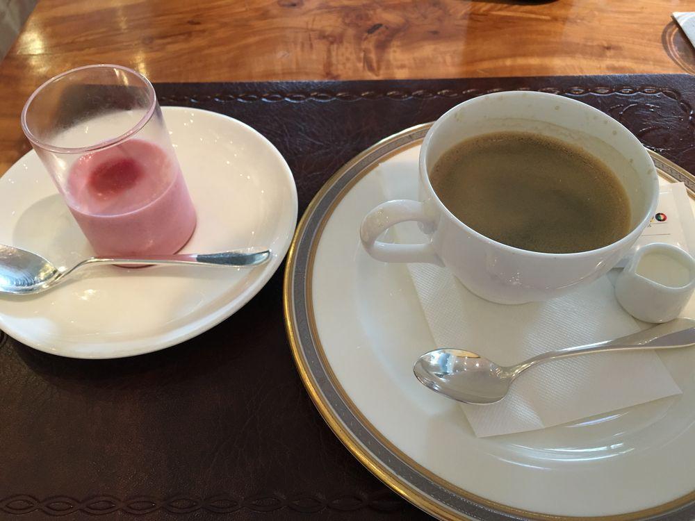 イゾラ ベーラのコーヒーとデザート