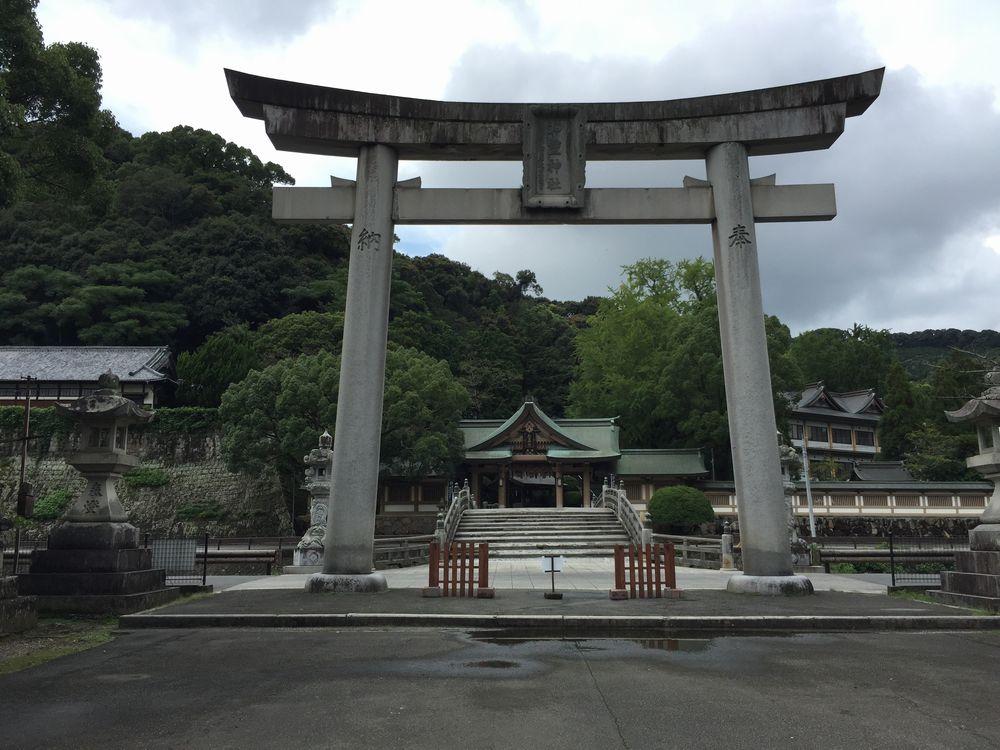 和霊神社の石造りの大鳥居2