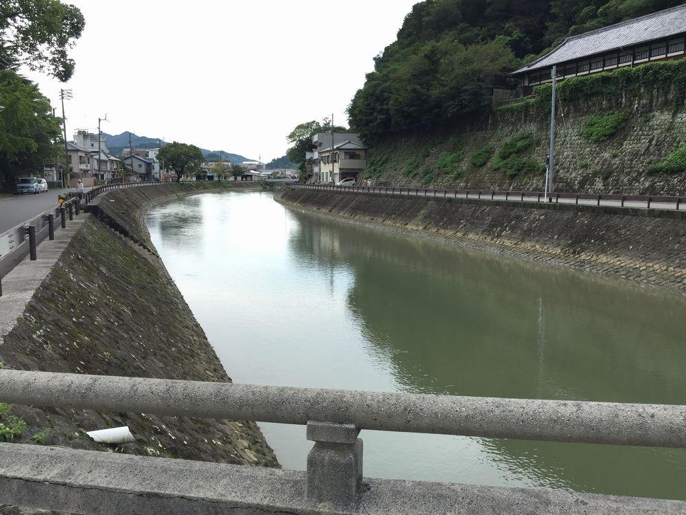 和霊神社の石造りの太鼓橋2