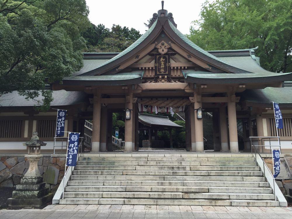 和霊神社の石造りの大鳥居