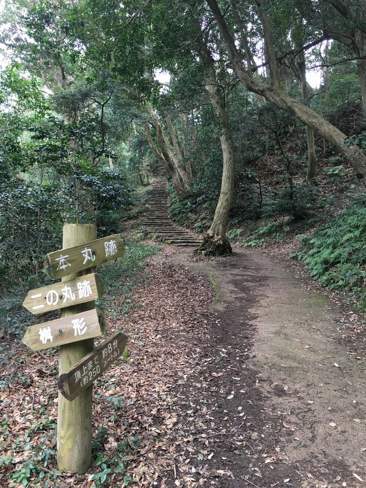 米子城跡の坂道2
