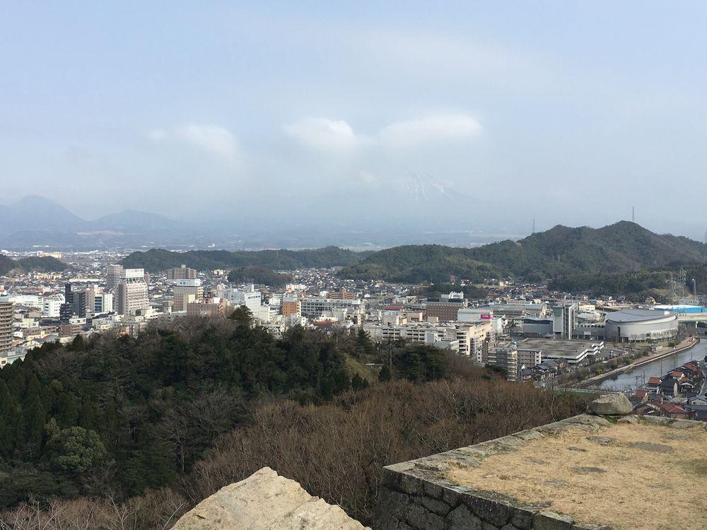 米子城跡の本丸跡から大山