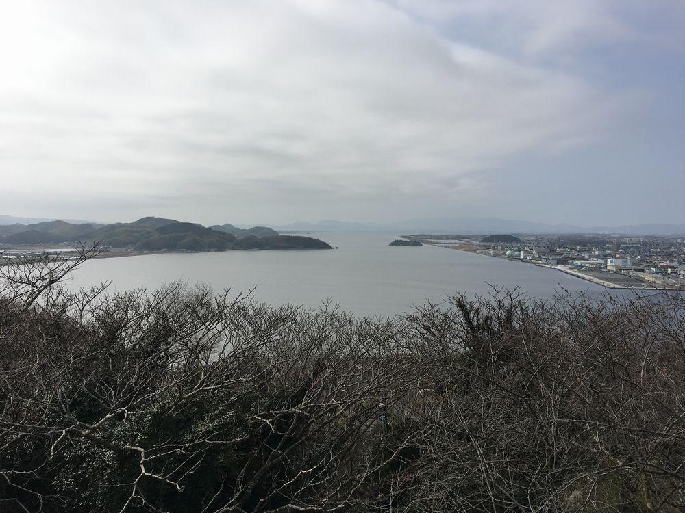 米子城跡の本丸跡から中海方面
