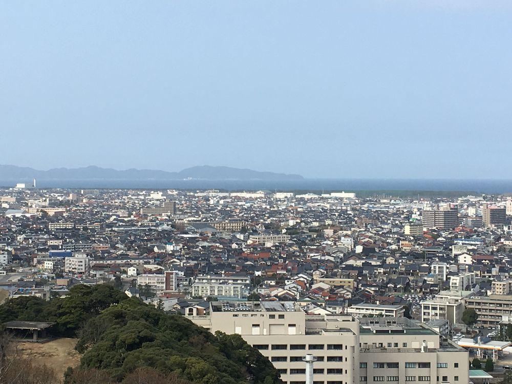米子城跡の本丸跡から島根半島ズーム