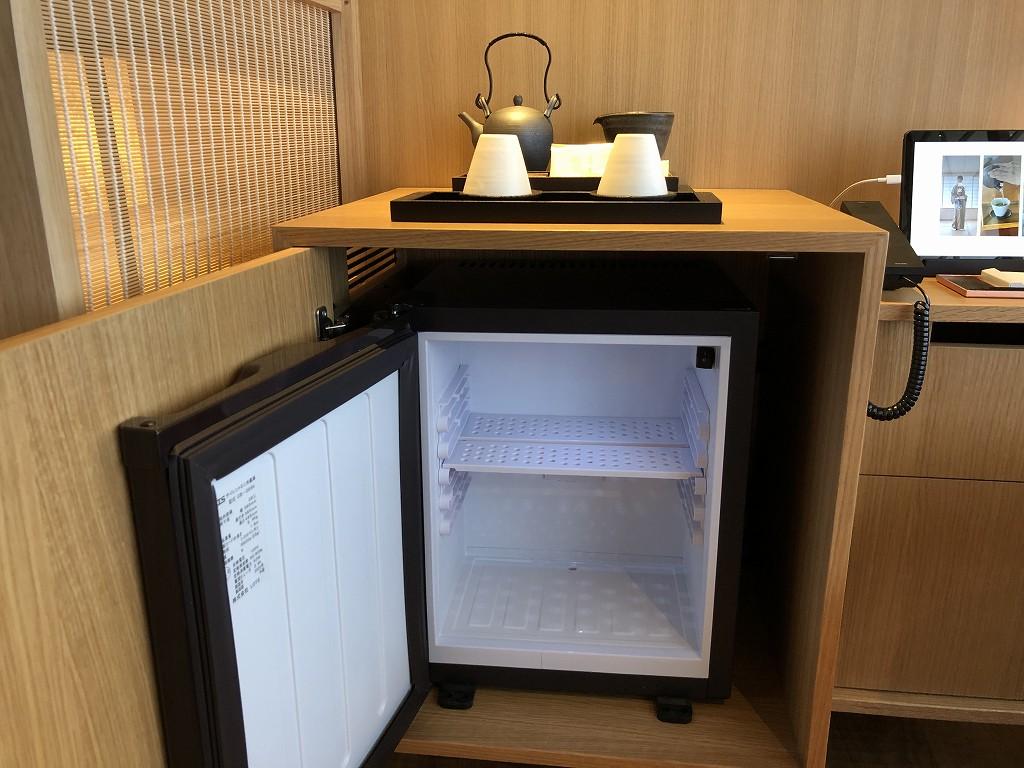 由縁別邸 代田のデラックスダブルルームの冷蔵庫