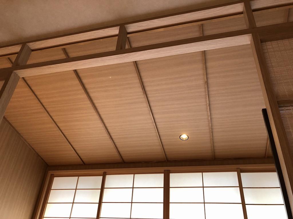 由縁別邸 代田のデラックスダブルルームの広縁の天井