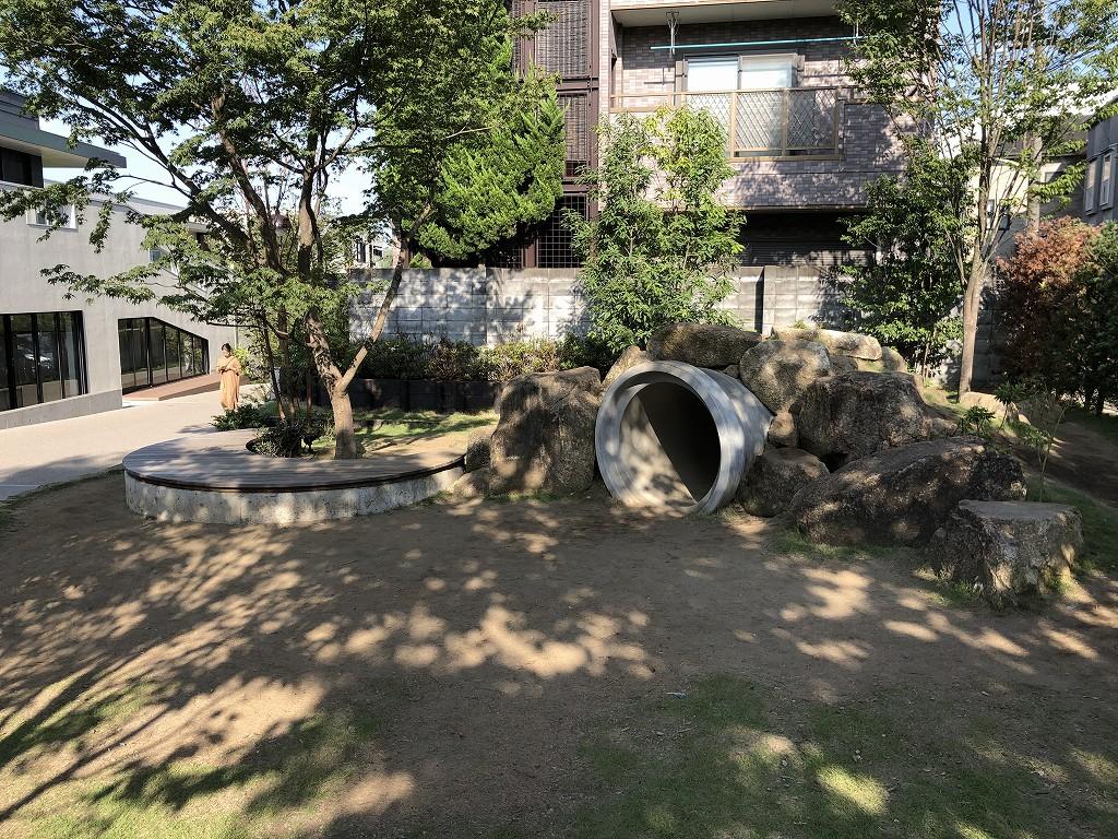 由縁別邸 代田近くの土管のある公園
