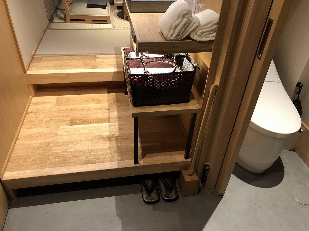 由縁別邸 代田のメゾネットルームのトイレとシャワールーム1