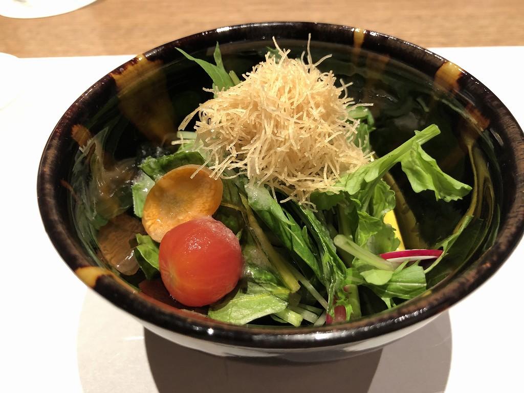 由縁別邸 代田の「割烹 月かげ」の晩飯のサラダ
