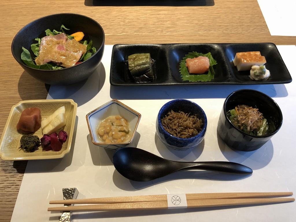 由縁別邸 代田の「割烹 月かげ」の朝食の前菜