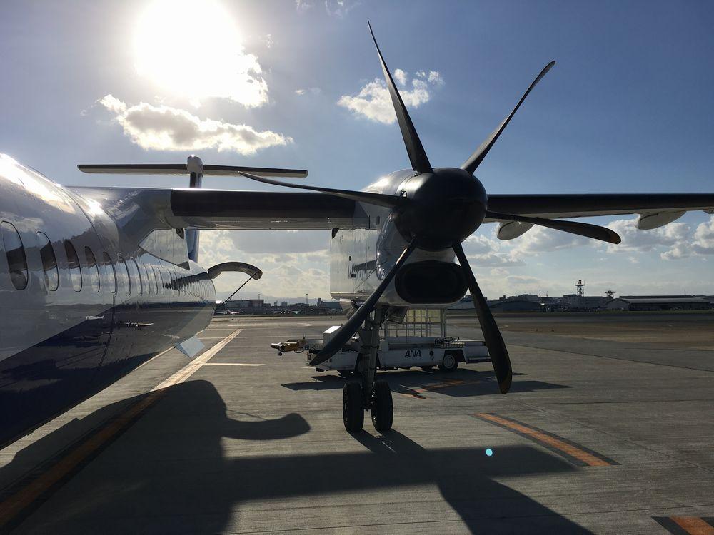 ANA4955便はボンバルディア DHC8-Q400というプロペラ機