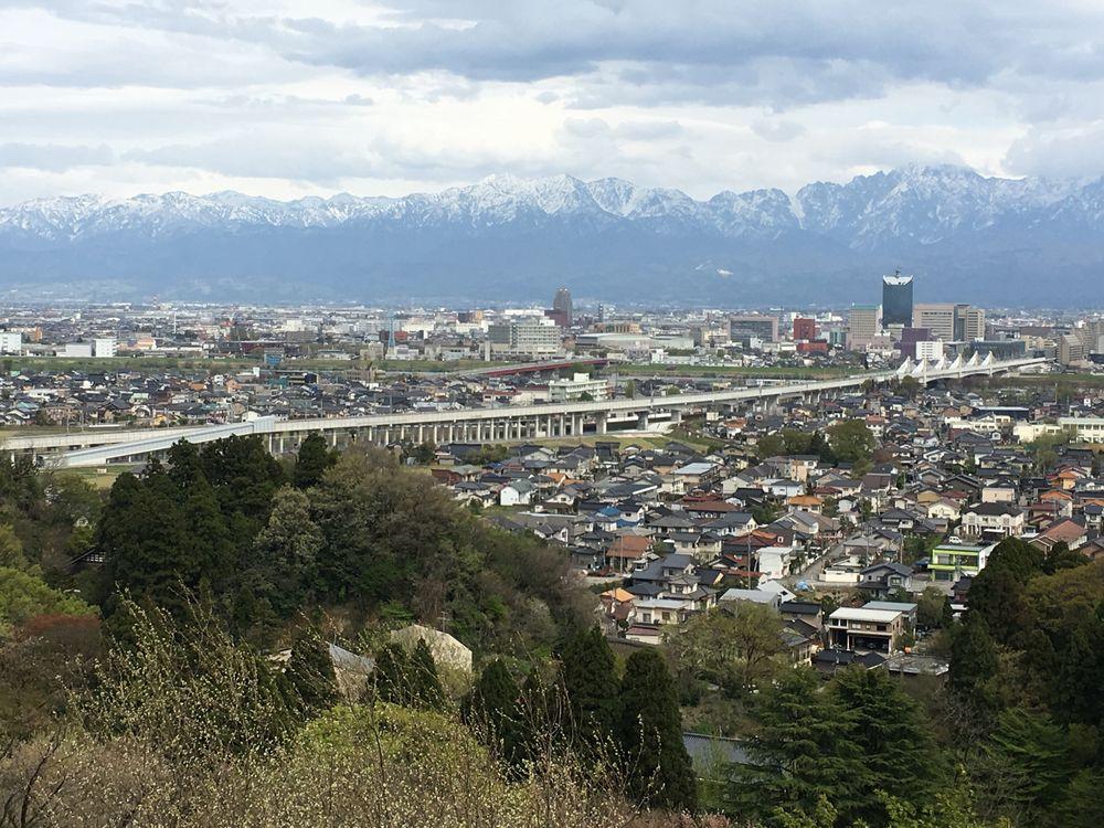 呉羽丘陵から立山連峰