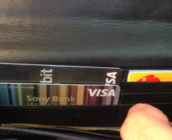 財布の中のSony Bank WALLETと三菱東京UFJ-VISAデビット