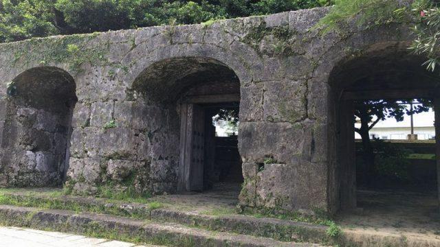 那覇の崇元寺の石門