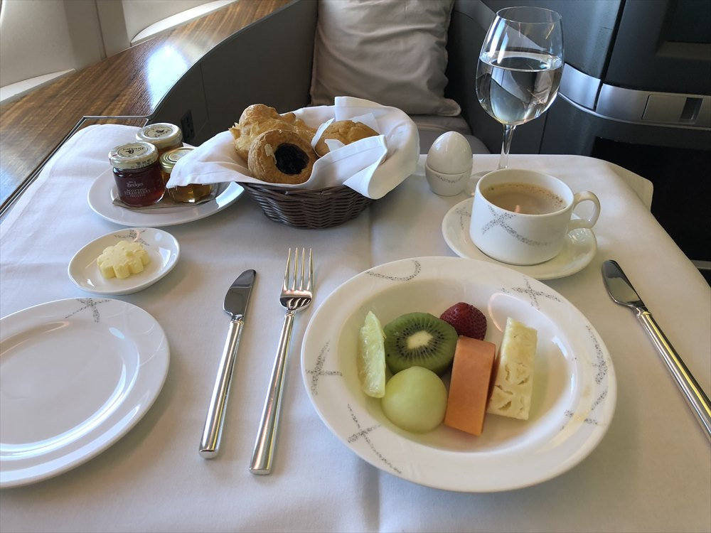 CX548便ファーストクラスの機内食