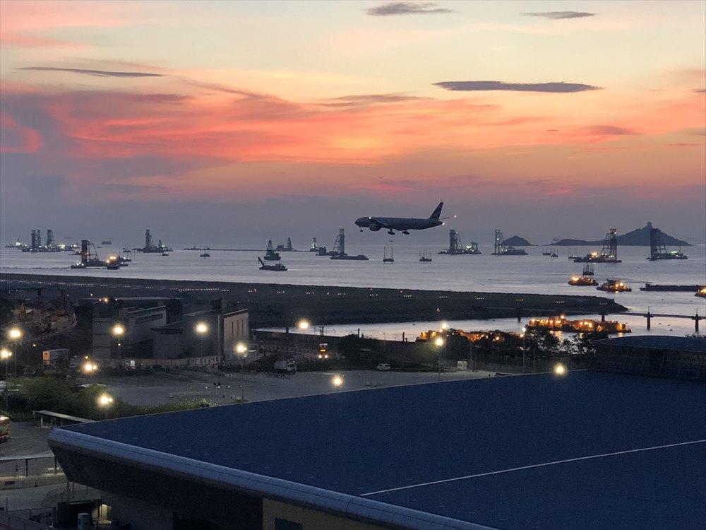 香港スカイシティマリオットホテルのラウンジから飛行機鑑賞