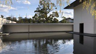 鈴木大拙館の水鏡の庭