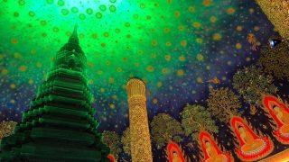 バンコクのワットパクナムの仏塔の天井壁画