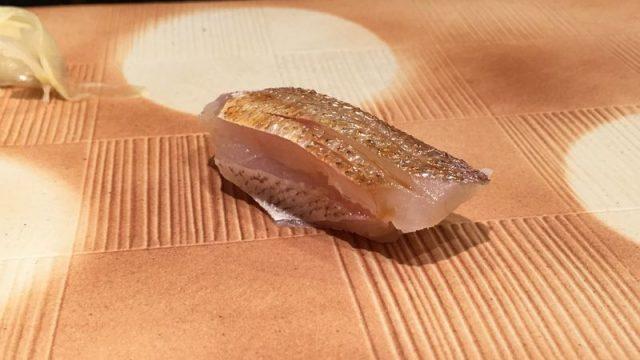 金沢の「鮨処 こいづみ」のカスゴ