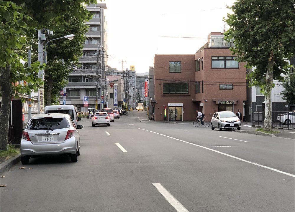 東本願寺札幌別院の前の「碁盤の目」のズレ
