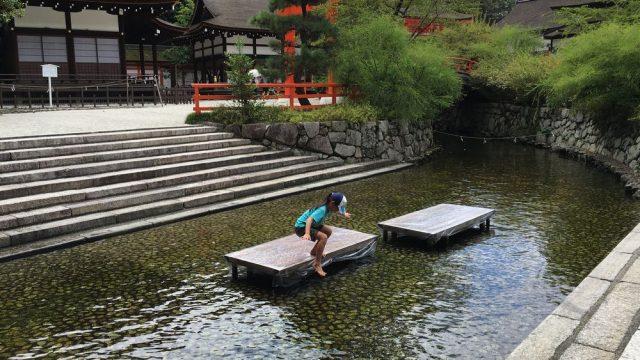 下鴨神社で水遊び